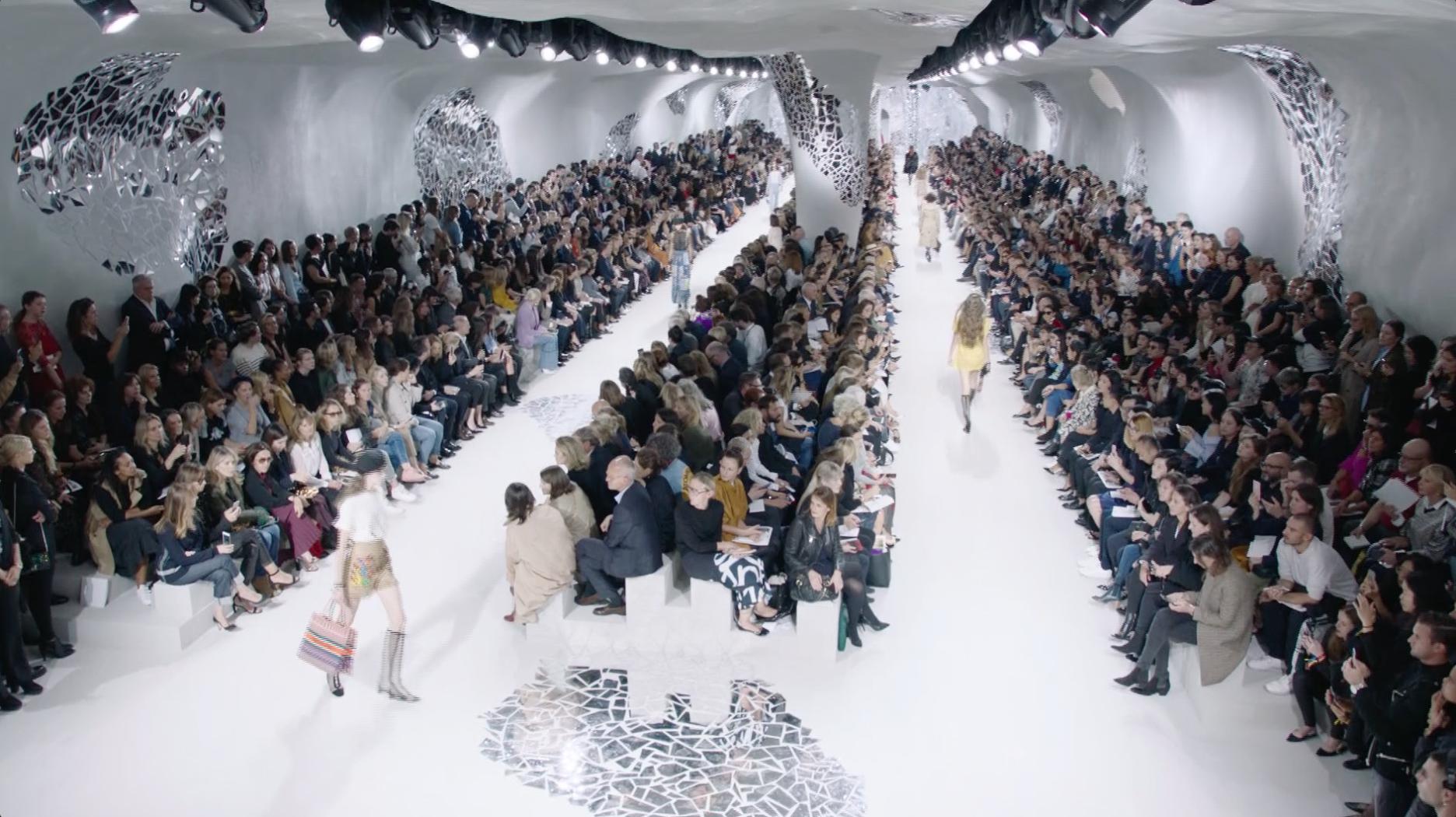 Du coursier au mannequin, les métiers de la Fashion Week